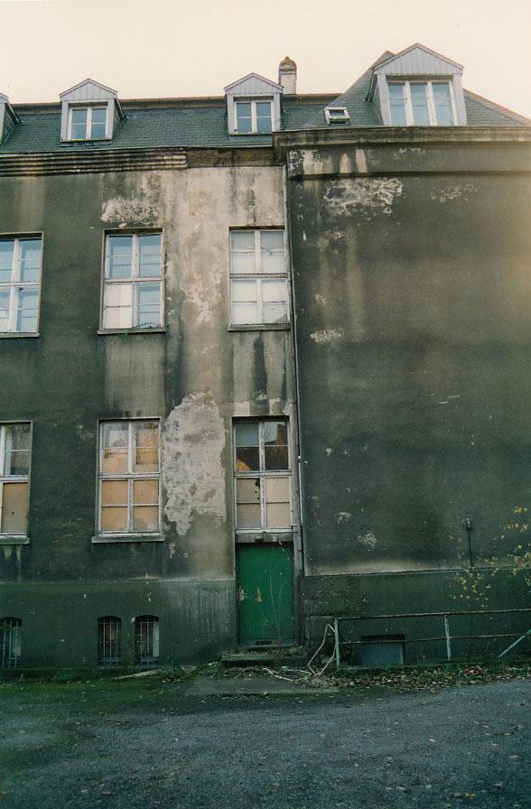 Fassade GREND vor der Sanierung